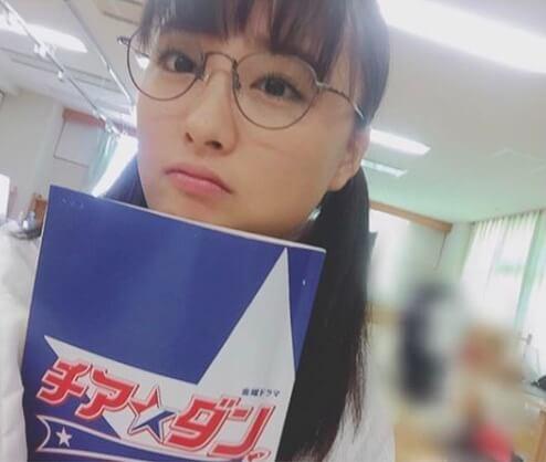 大友花恋 チアダン メガネ